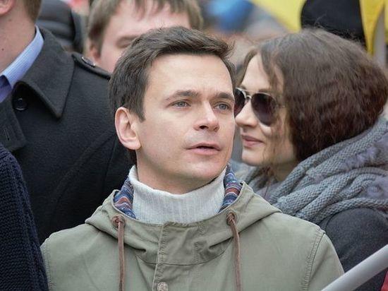 Оппозиционеры Яшин и Азар сообщили о победе на выборах в Москве