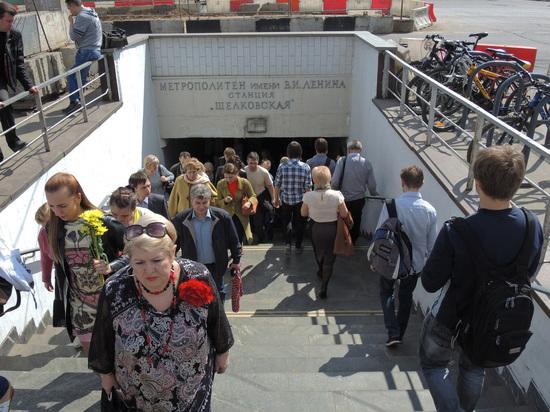 ЧП в московском метро: поезд врезался в стену