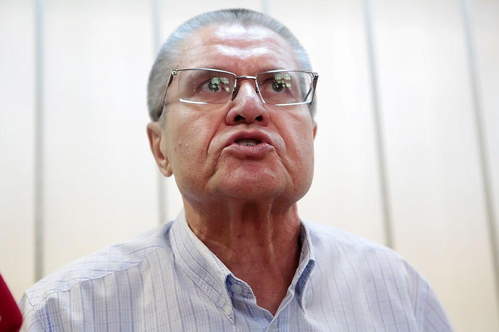 """Улюкаев в суде цитировал """"Ревизора"""" и улыбался"""