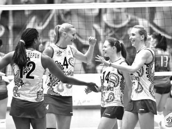 Женская команда краснодарского волейбольного клуба «Динамо» подходит к старту