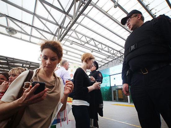 «Мужской голос сообщил о бомбе»: кто поставил Москву на уши
