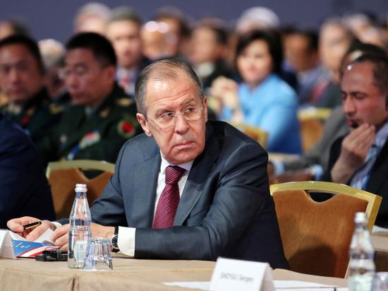 """Российский министр дал несколько ценных """"истинно русских советов"""" представителю СМИ из Швейцарии"""