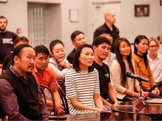 После спектакля Сойжин Жамбаловой в Москве зрители пели