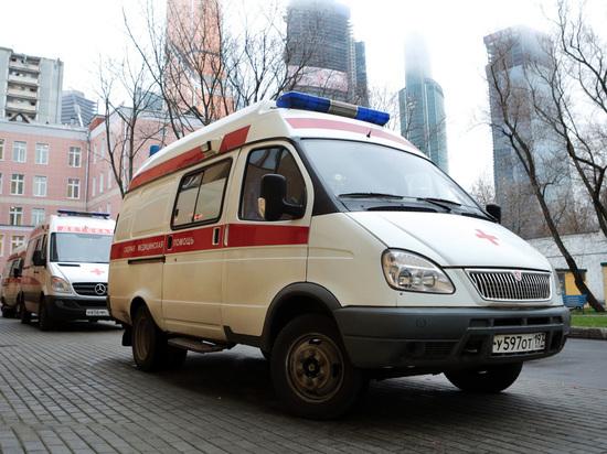 В Москве плохо закрепленная дверь спортплощадки придавила ребенка