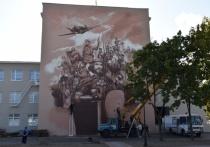 На площади Славы, где установлена стела «Город воинской доблести», уже подходят к концу работы по благоустройству