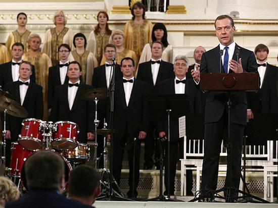 Медведев пожаловался финскому коллеге на желание США похоронить