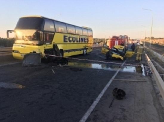 Пассажирский автобус попал в ДТП в Калужской области, есть жертвы