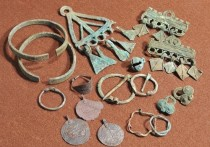 Специалистов удивила византийская монета на ожерелье погребенной
