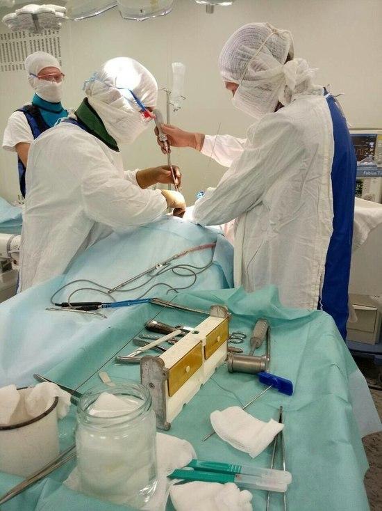 Челябинские хирурги выпрямили женщине позвоночник через 18 лет после травмы