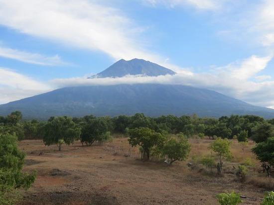 Бали эвакуируют: приведет ли извержение вулкана к Концу света