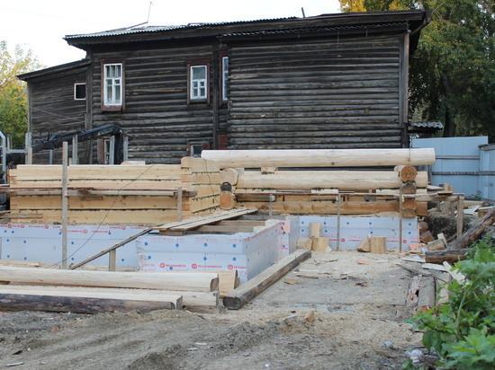 Старейшую «деревяшку» Иркутска возводят с нуля