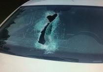 Необычная авария: пассажирку авто травмировал отлетевший от грузовика фрагмент колеса