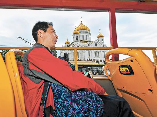 Засилье экскурсионных автобусов на парковках обеспокоило москвичей