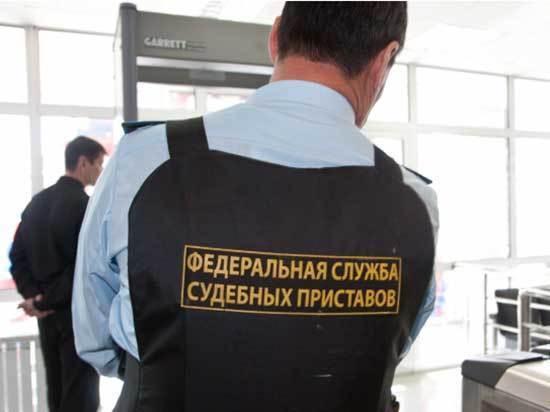 С 1 октября лимит по долгам, позволяющий выехать за границу, поднят с 10 до 30 тысяч рублей