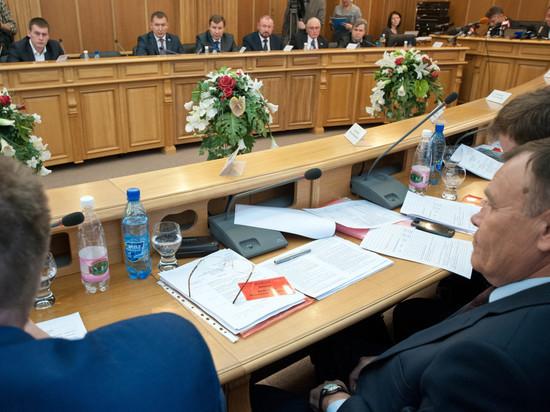 Депутаты Екатеринбурга «залезают» в кошельки чиновникам, чтобы поднять им зарплаты