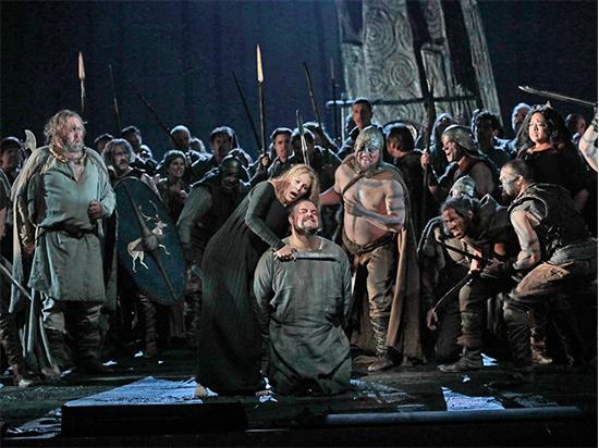 Метрополитен-опера открыла сезон