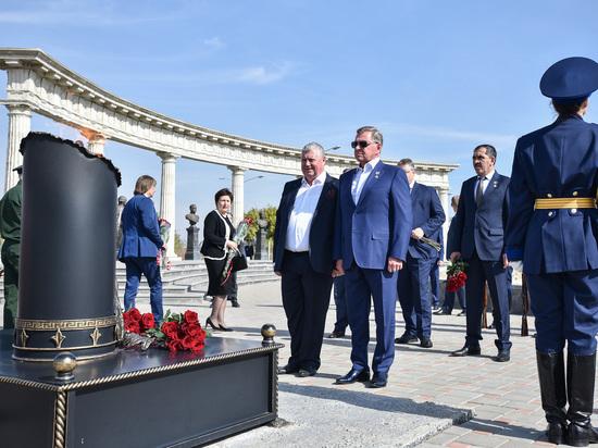 Полпред Президента РФ в СКФО в Михайловске открыл сквер Риммы Ивановой