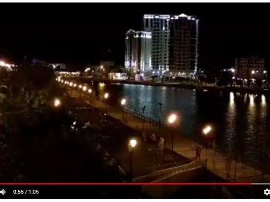 Снова вандалы: в Астрахани группа подростков вырвала таблички с  Аллеи семьи