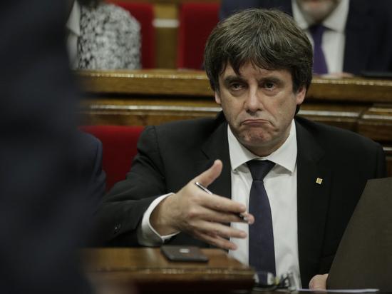 Глава Каталонии предложил парламенту отложить объявление независимости