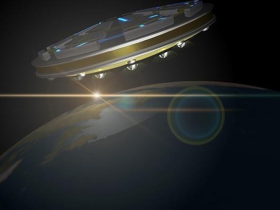 На спутнике Юпитера уфологи заметили «НЛО», напоминающий сигару