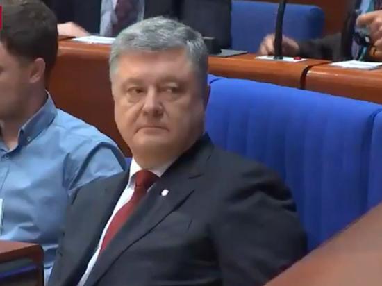 Президент Украины из-за дискриминационного закона рассорился с западными соседями