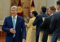 Видео с речью Алмазбека Атамбаева быстро разлетелось по Сети и за сутки набрало более 300 тысяч просмотров