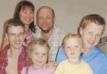 Почему москвич Андрей Князев, спасая свою семью, уехал на другой конец страны и, приезжая в родной город, останавливается в гостинице? Раньше мы читали сказки про Змея Горыныча, а теперь сказки закончились