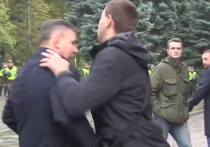 Внефракционный депутат Владимир Парасюк атаковал начальника управления государственной охраны Валерия Гелетея в ходе митинга у Верховной рады