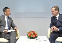 Глава Alibaba Джек Ма рассказал Медведеву о будущем машин