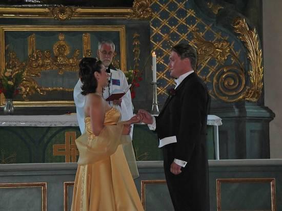 Депутат предложил укрепить православие, приравняв венчание к браку