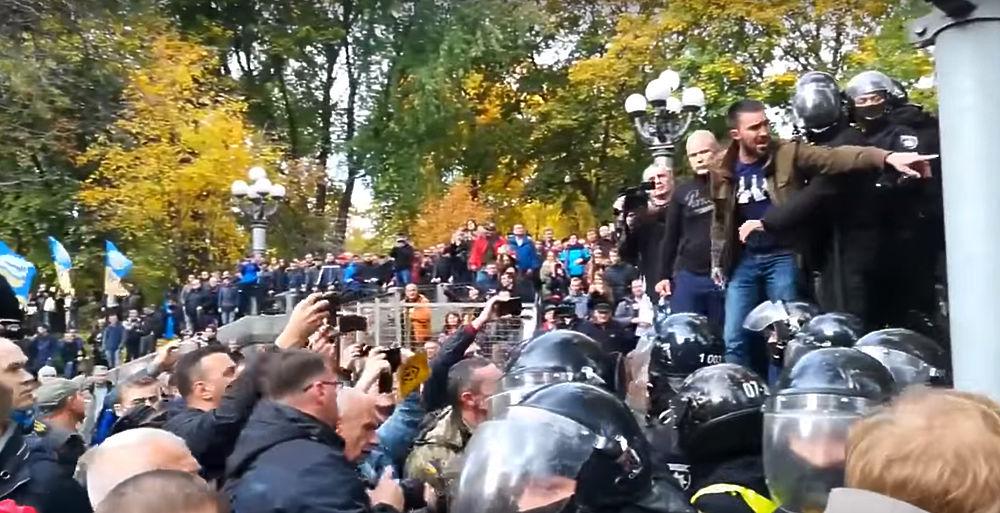 Новый майдан в Киеве: фанаты Саакашвили разбили палаточный лагерь