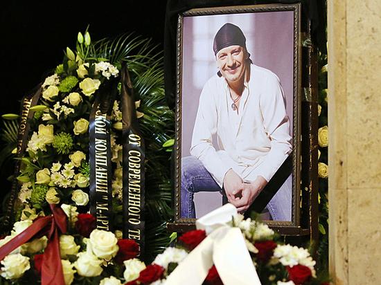 Смерть актера Марьянова поставила