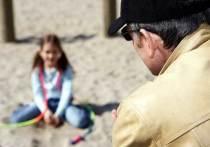 15 октября в Улан-Удэ пожилой мужчина увел восьмилетнюю девочку с детской площадки на улице Бабушкина к висячему мосту на Богородском острове, где вдали от посторонних глаз попытался изнасиловать жертву