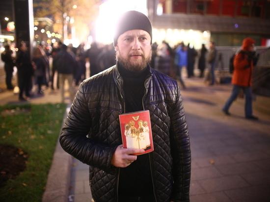 На премьере «Матильды» людей встречали иконами и проповедями