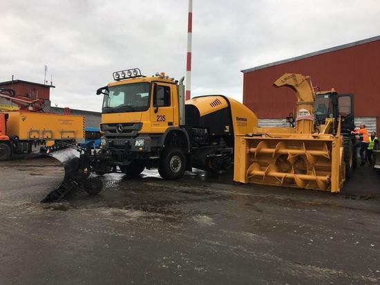 Готовность мурманского аэропорта к зиме проверил министр транспорта Мурманской области