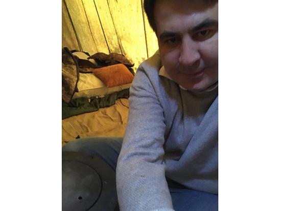 Сменил пиджак на пуховик: Саакашвили остается в палатке до 7 ноября