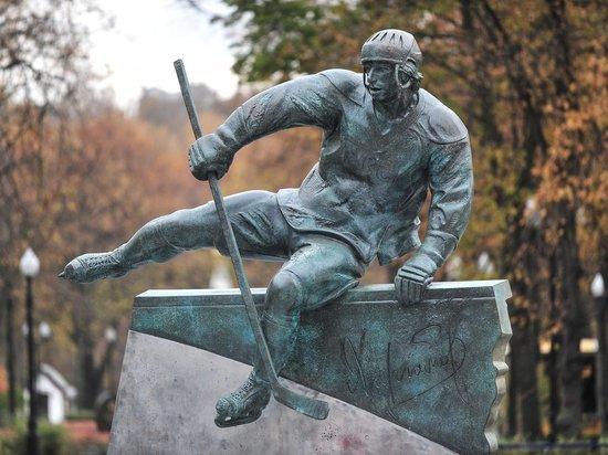 Зачем в «Лужниках» поставили памятник легендарному Валерию Харламову