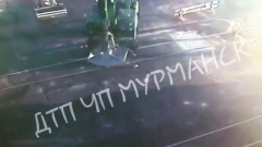Появилось видео наезда погрузчика на рабочего в Мурманском торговом порту