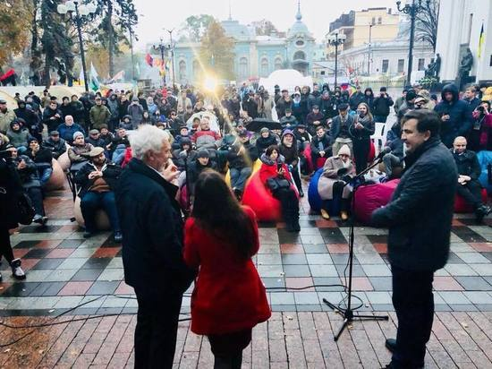 Собравший вече в Киеве Саакашвили пригрозил властям найти другое место