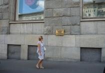 Москвичи бьют тревогу: со здания Центрального телеграфа исчез памятный знак