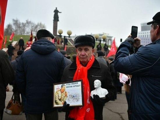 Коммунисты Татарстана отметили 100-летний юбилей Октября с песнями