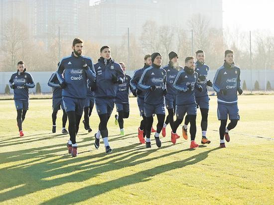 Футбол, сборная Аргентины: Месси в Москве продолжает прятаться от журналистов и болельщиков