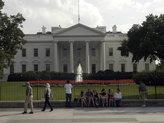 В администрации президента США опровергли сообщения о согласии поставить Украине оружие