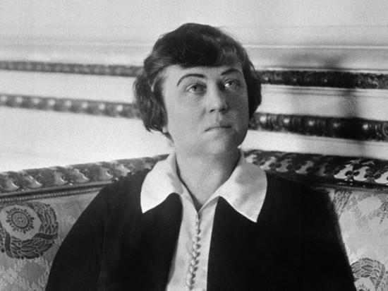 Аборт - не преступление: революция министра женского счастья Александры Коллонтай