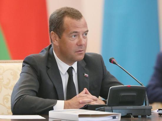 Медведев: рост ВВП России по итогам года превысит 2%