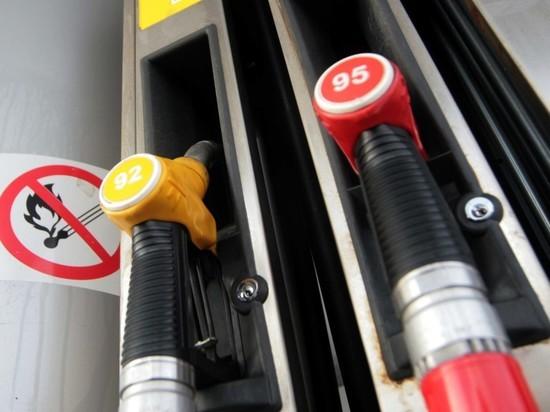 Стоимость бензина в России достигла исторического уровня