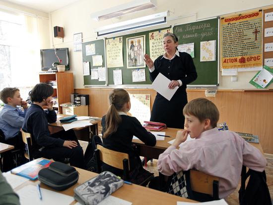 Школы научились делать платными даже уроки русского языка