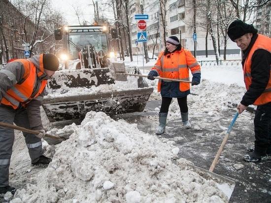 В Южно  Сахалинске устраняют последствия циклона