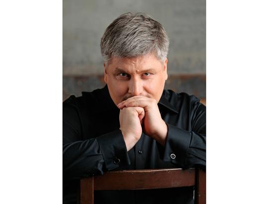 Дмитрий Сибирцев: «Оперные артисты —  это не застегнутые на все пуговицы классики»