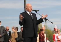 Экс-мэр Москвы Юрий Лужков выпускает в издательстве «Эксмо» первую автобиографическую книгу